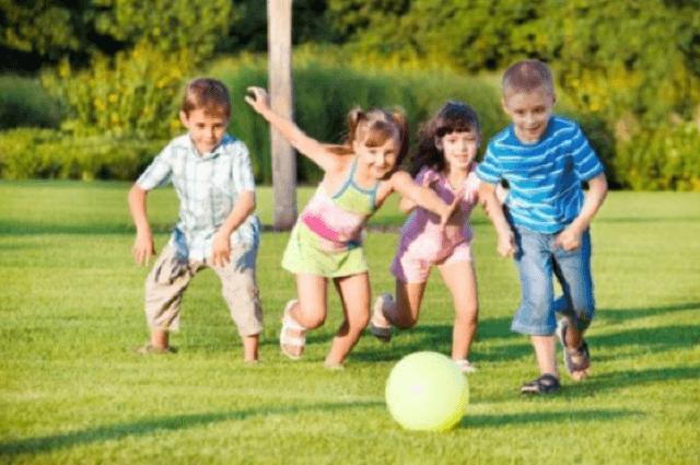 Cho trẻ tập thể thao để tăng cường sức khỏe