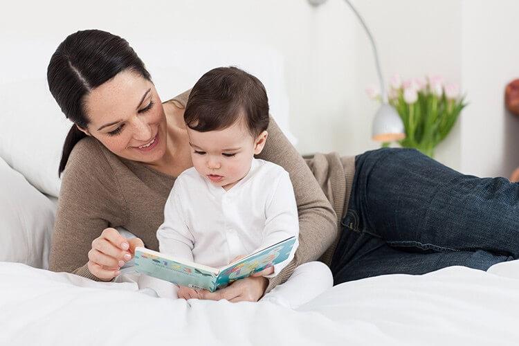 Cha mẹ hãy giành nhiều thời gian trò chuyện và dạy con tập nói