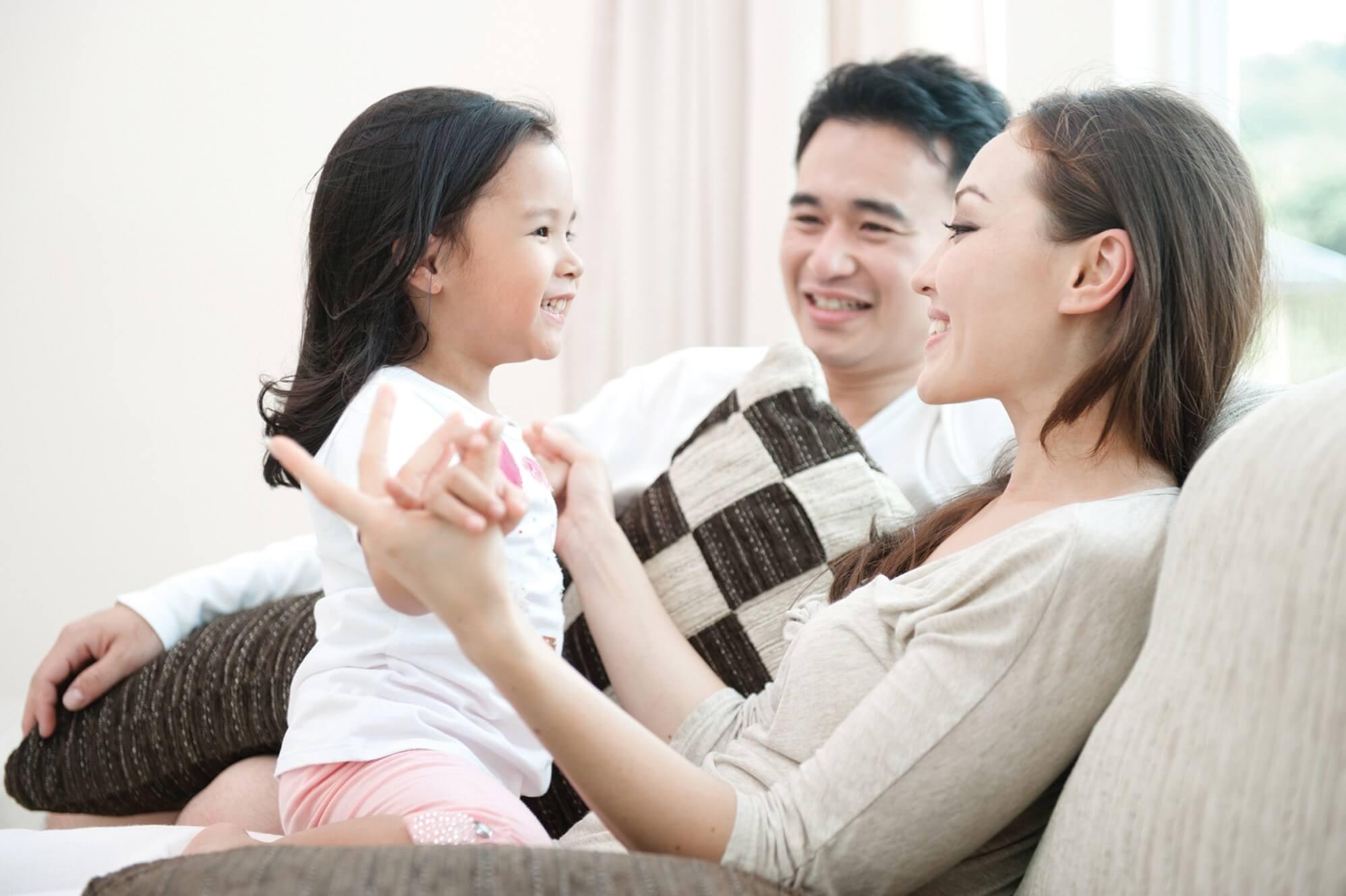 Cha mẹ nên quan tâm đến con và giành thời gian bên trẻ nhiều hơn