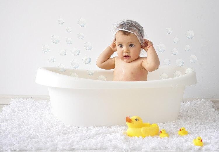 Cha mẹ nên thường xuyên vệ sinh sạch sẽ cho trẻ