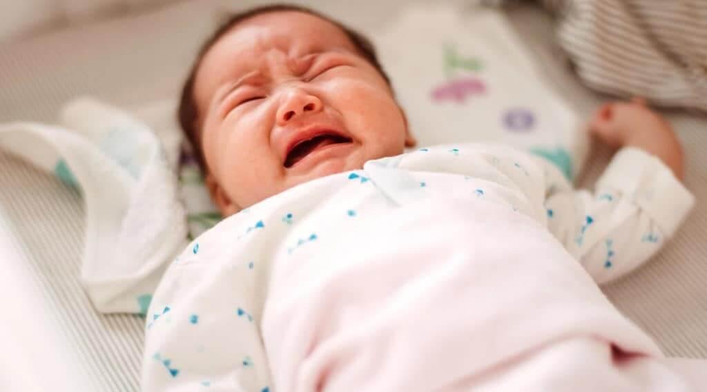Trẻ bị co thắt đường ruột thường quấy khóc do những cơn đau bụng