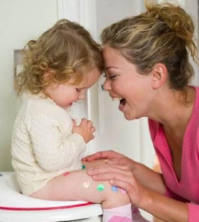 Tập thói quen đi vệ sinh trước khi ngủ cho trẻ giúp trẻ hạn chế đái dầm
