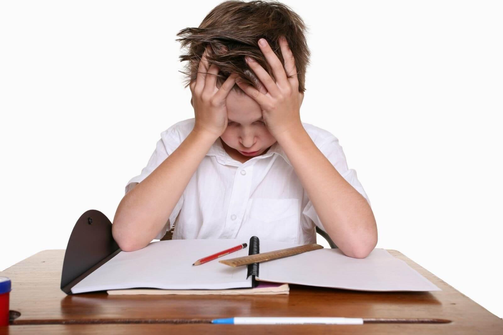 Áp lực học tập cũng là nguyên nhân dẫn đến đau đầu ở trẻ em