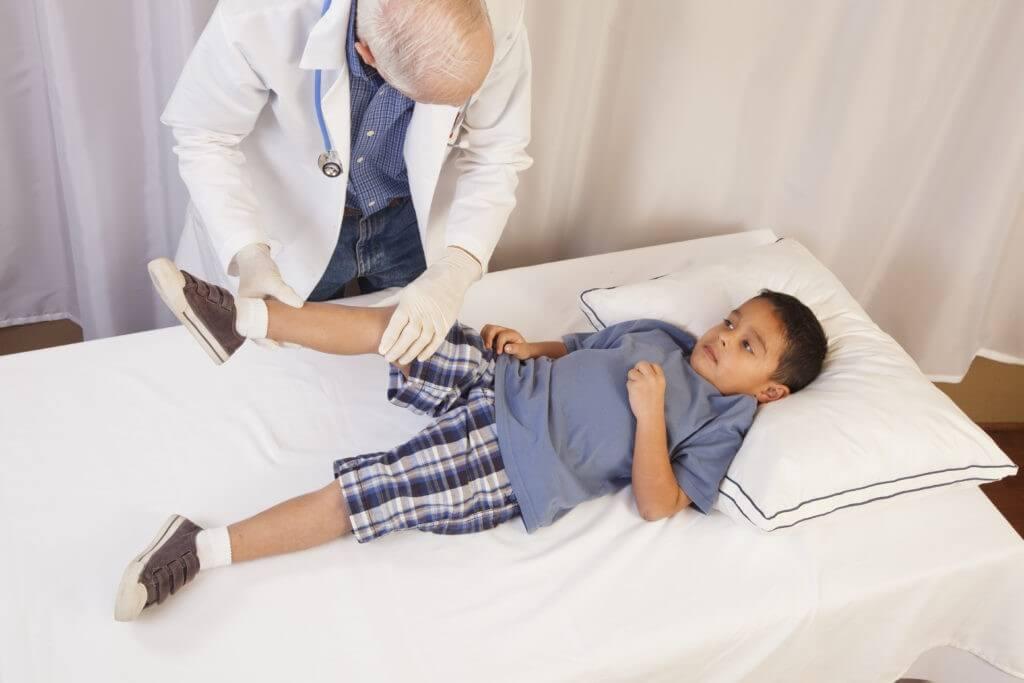 Đau khớp gối ở trẻ cần được chẩn đoán bởi bác sĩ để điều trị đúng cách