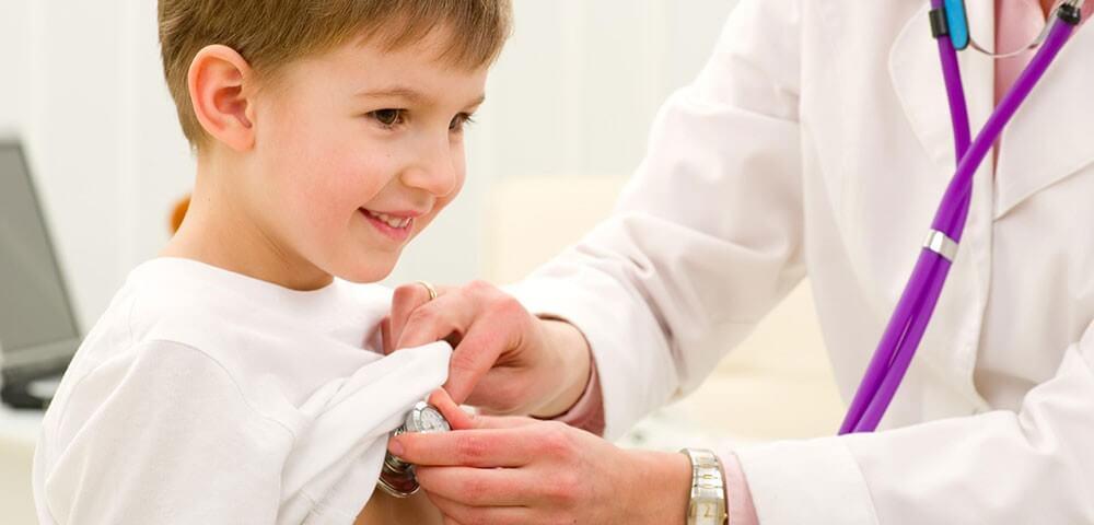 Mọi biểu hiện đầu của bệnh giảm tiểu cầu ở trẻ đều cần thăm khám tại cơ sở y tế