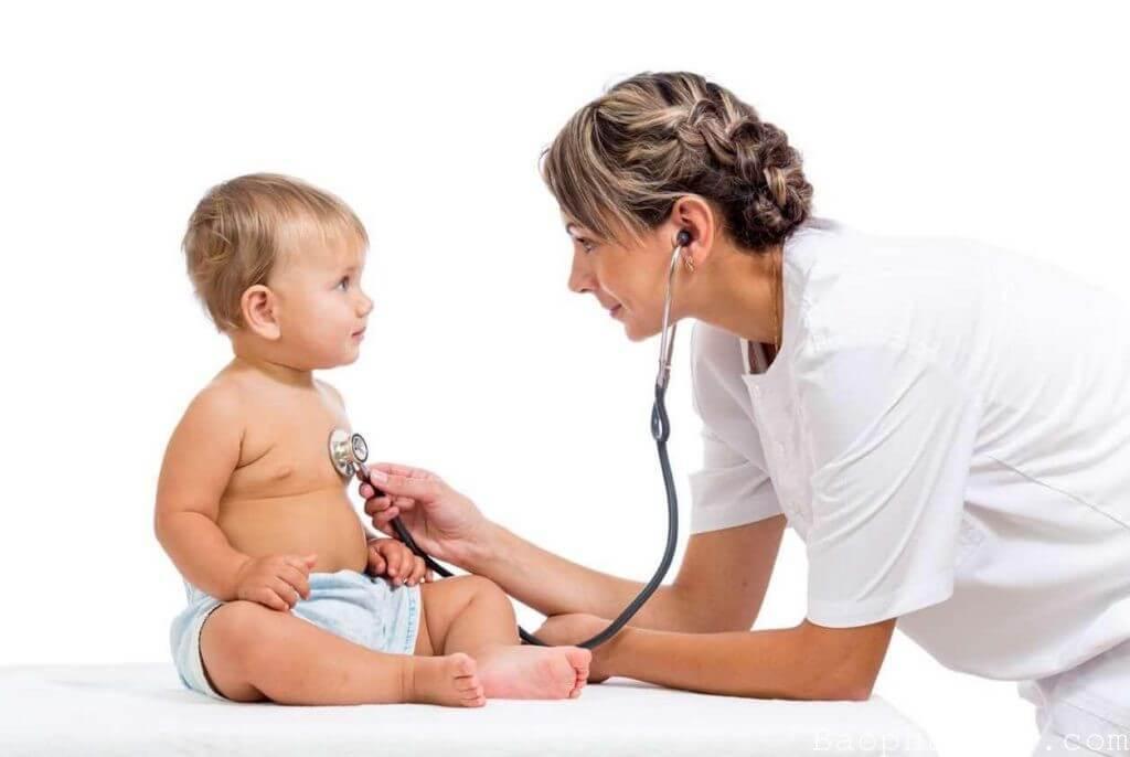 Mọi triệu chứng đường hô hấp của bé đều cần được bác sĩ chẩn đoán để điều trị kịp thời