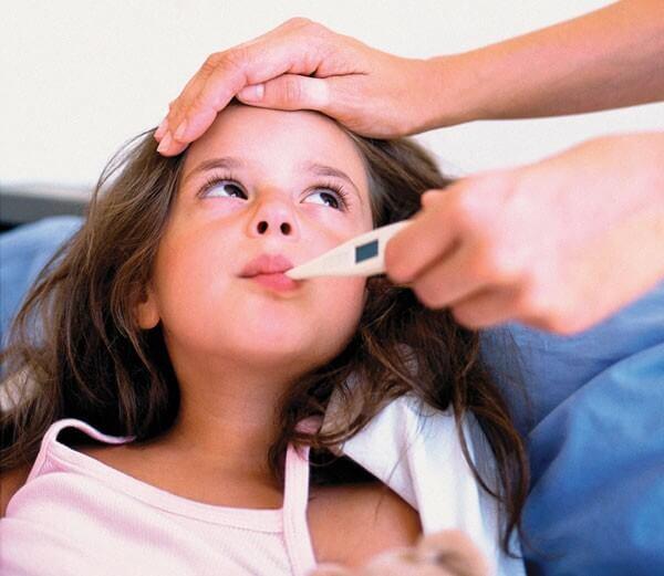 Cha mẹ nên theo dõi và phát hiện từng dấu hiệu sớm nhất của bệnh ở con mình