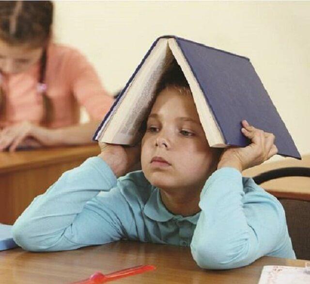 Có nhiều biểu hiện của bệnh mất tập trung ở trẻ