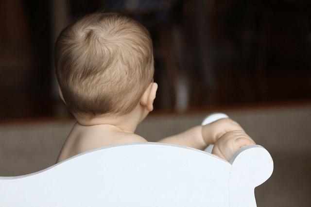Hiện tượng rụng tóc vành khăn ở trẻ nhỏ