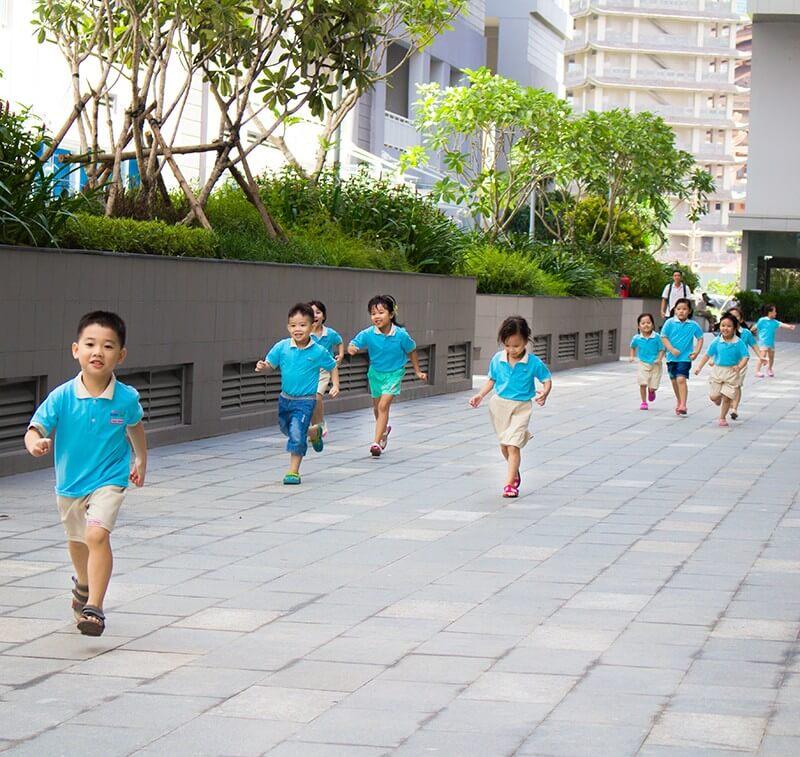 Tập thói quen rèn luyện cơ thể hàng ngày cho trẻ