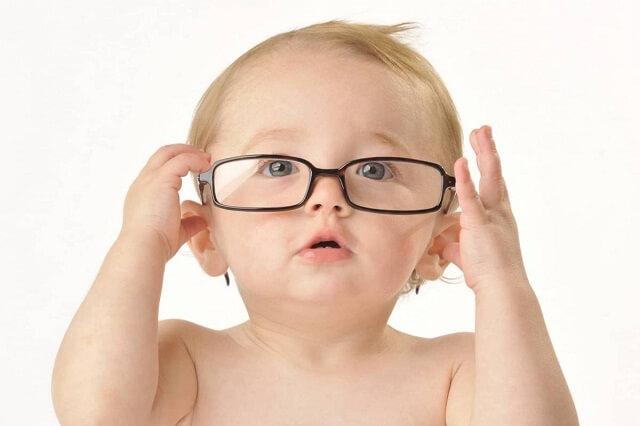 Đục thủy tinh thể cũng có thể bắt gặp ở trẻ