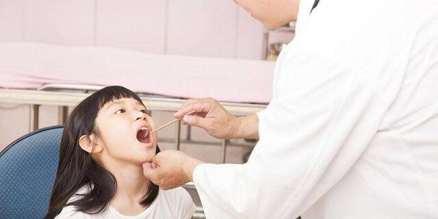 Nên kết hợp các phương pháp dân gian để có thể giúp trẻ nhanh khỏi bệnh