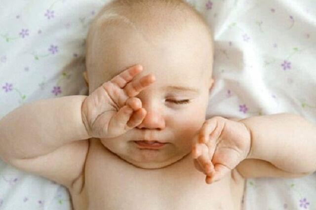 Tắc tuyến lệ là bệnh lý thường gặp ở trẻ