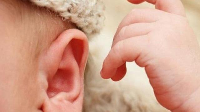 Cần chú ý tới trẻ khi có những biểu hiện viêm tai