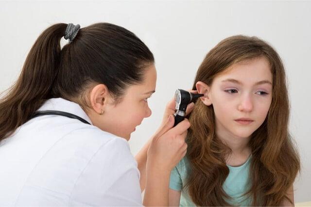 Nhiễm trùng tai ngoài cũng thường gặp ở trẻ