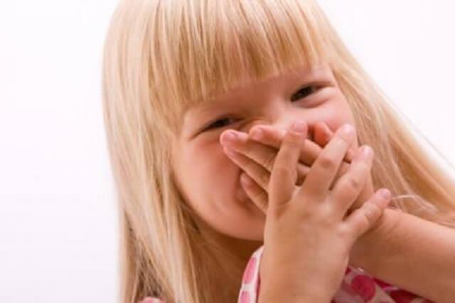 Có nhiều nguyên nhân dẫn tới hôi miệng ở trẻ