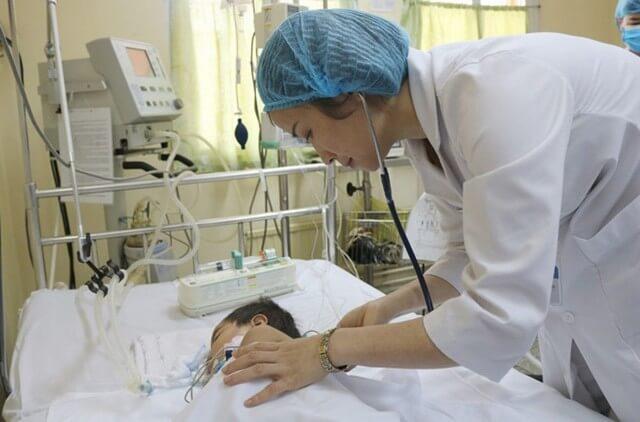 Bỏng nước sôi trên da trẻ cấp độ 3 cần được cấp cứu kịp thời tại cơ sở y tế