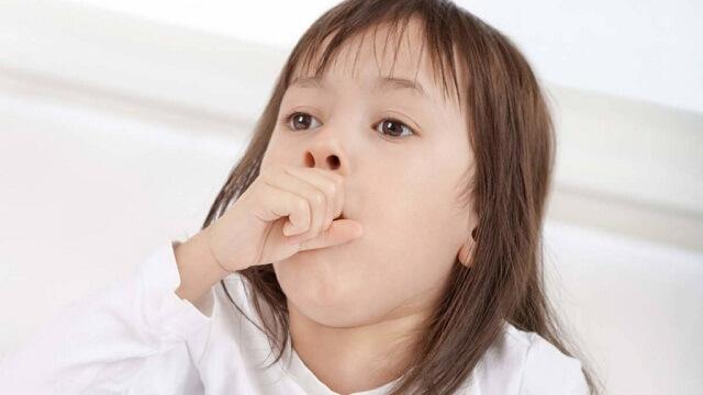 Bệnh có thể khiến bé bị ho và khó thở
