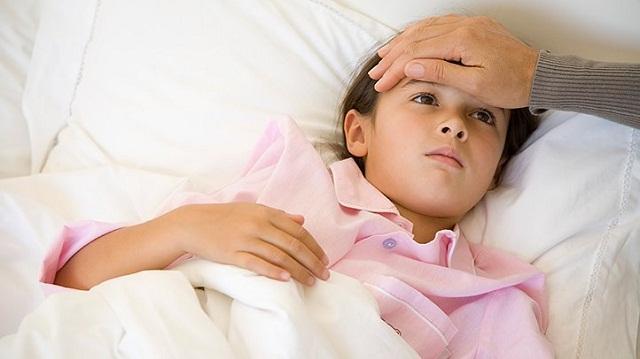 Trẻ có thể bị sốt do nhiễm trùng