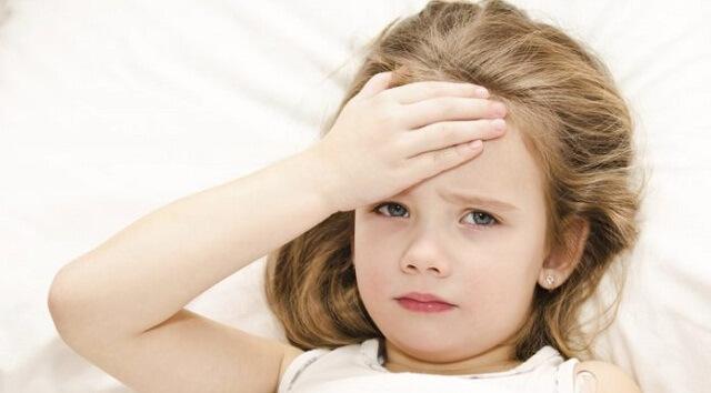 Bạn nên để bé nghỉ ngơi nhiều hơn khi bị sốt