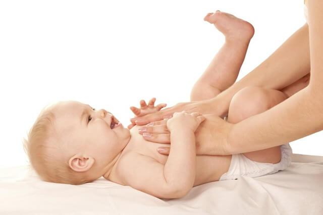 Massage bụng cho trẻ sơ sinh hay trẻ nhỏ rất quan trọng