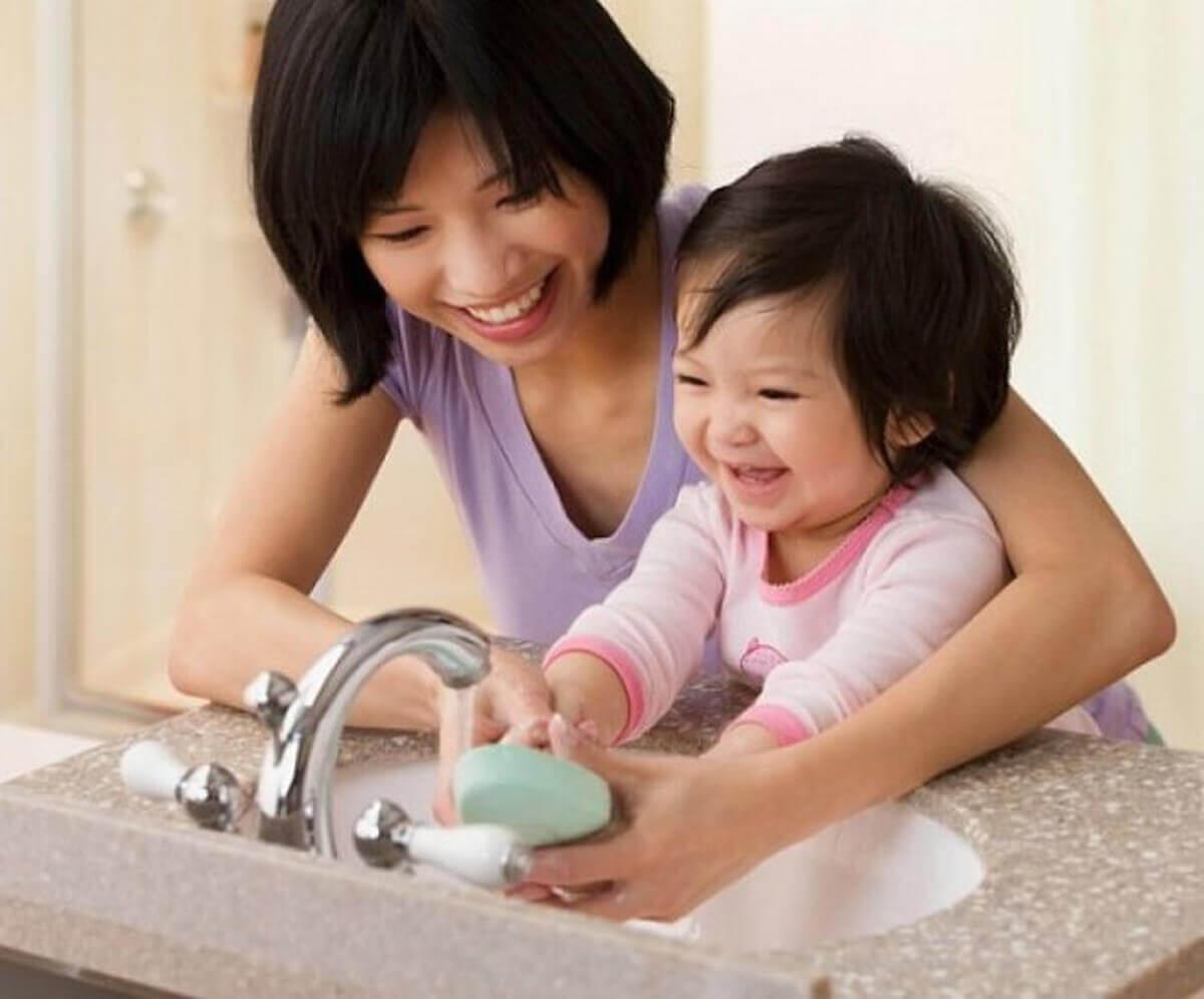 Vệ sinh cá nhân sạch sẽ giúp bé nhanh chóng khỏi bệnh tiêu chảy hơn