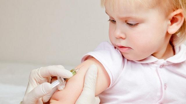 Trẻ em nên được tiêm vacxin phòng quai bị đúng thời điểm