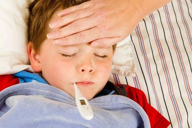 Sốt nhẹ hoặc sốt cao không rõ nguyên nhân cũng là triệu chứng của đau ruột thừa