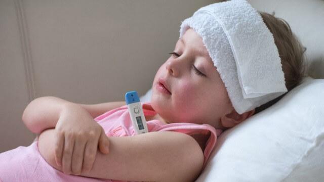 Trẻ mắc viêm amidan thường sốt cao